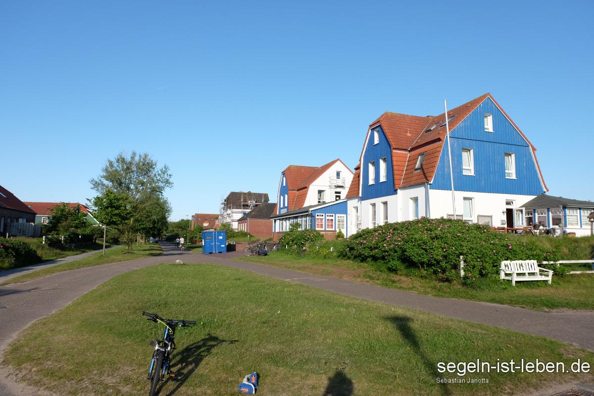 Spiekeroog Inseldorf blau weiß Haus
